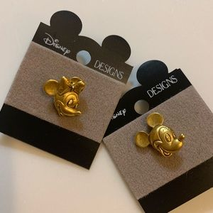 Disney designs Mickey and Minnie Mouse pin set